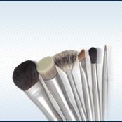 Makeup brushes and makeup brush sets