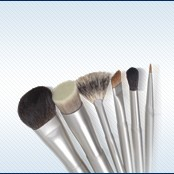 Makeup brushes and makeup brush sets